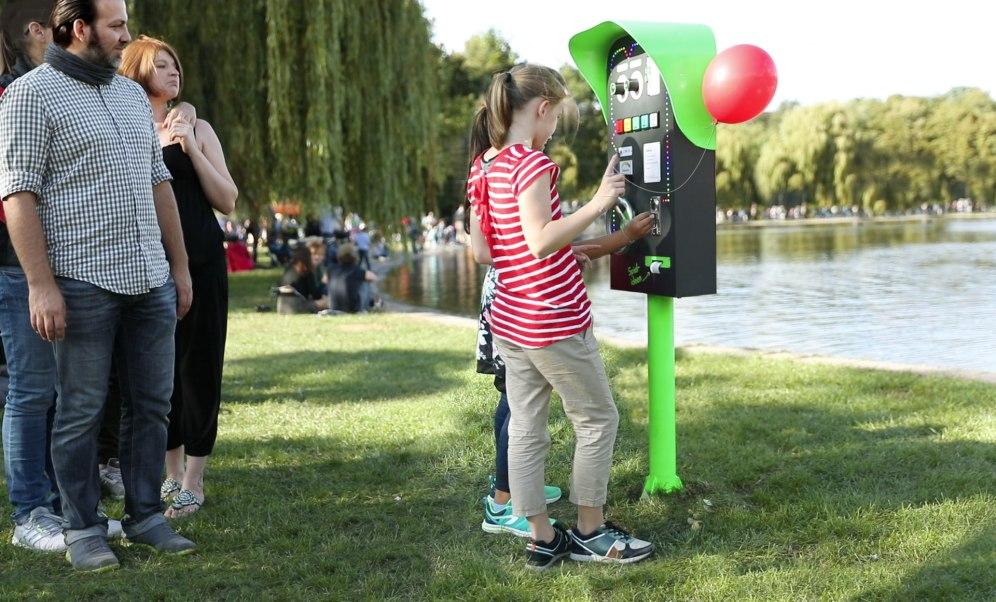 Spielideen-Automat_Mädels mit Ballon_170920_1